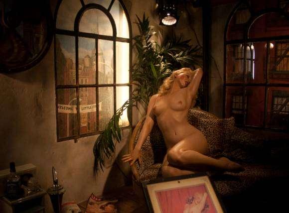 Musée du sexe d'Amsterdam - Femme nue sur canapé