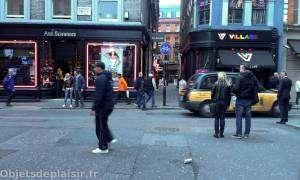 Quartier de Soho à Londres - Une rue, un loveshop et un bar gay
