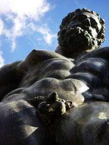 zizi statue