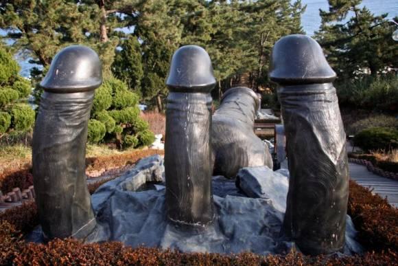 Penis Park et ses totems phalliques