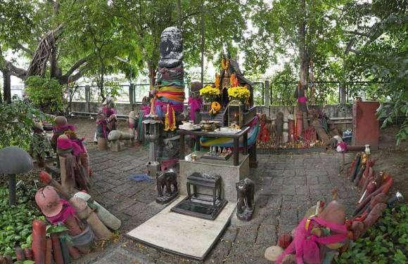 le Chao Mae Tuptim, un des lieux phalliques les plus célèbres