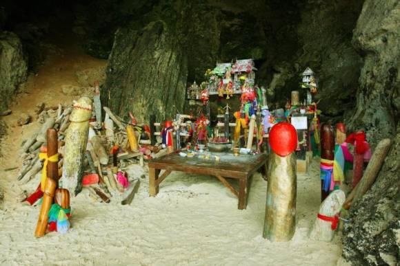 la caverne des pénis en Thaïlande