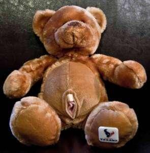 Peluches et sexe : un ours possédant un vagin