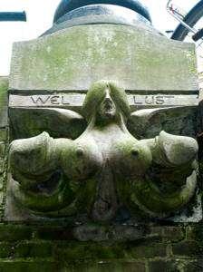 Wel Lust, statue phallique représentant la luxure