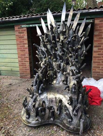 Le trône de caoutchouc de Game of Bones