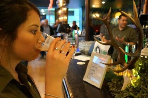 Dégustation de bière au sperme de cerf