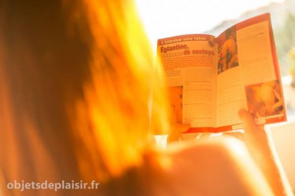 Objets de Plaisir - Églantine lit son interview dans le magazine Union