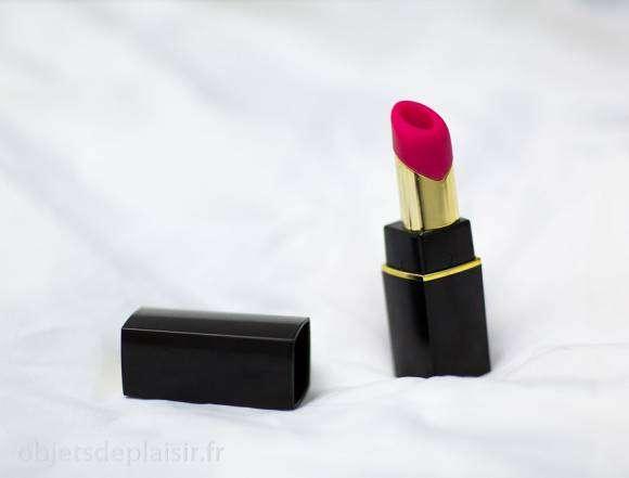 Le Womanizer 2Go, vibro aspirant en forme de rouge à lèvres