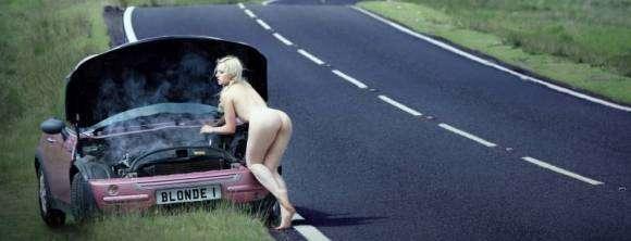 Sexe dans des lieux insolites : nue sur la route