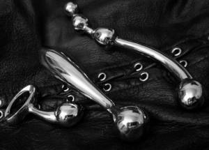 Sextoy du jour - Métal et cuir