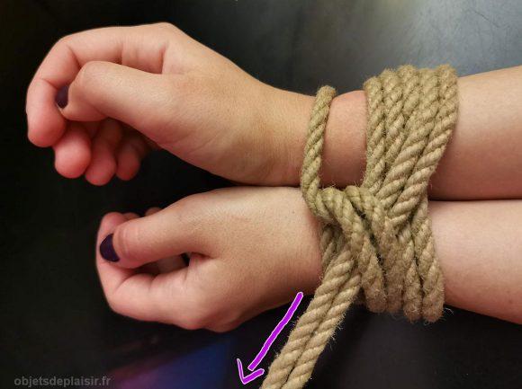 Tutoriel de bondage : attacher les poignets de votre partenaire