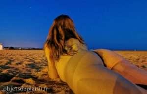 Photos sexy du jour : nue sur la plage de nuit