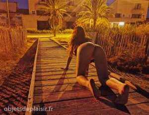 photo sexy du jour : à quatre pattes sur le pont