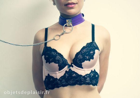Accessoires BDSM : laisse et collier