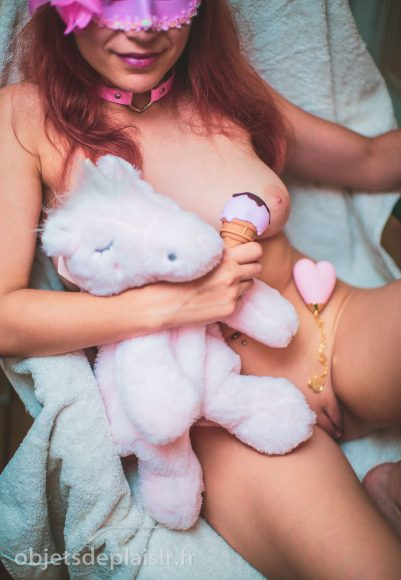 objetsdeplaisir - photos sexy du jour - licorne et sextoys roses