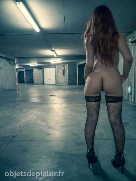 Exhib nocturne dans un parking - Photos sexy