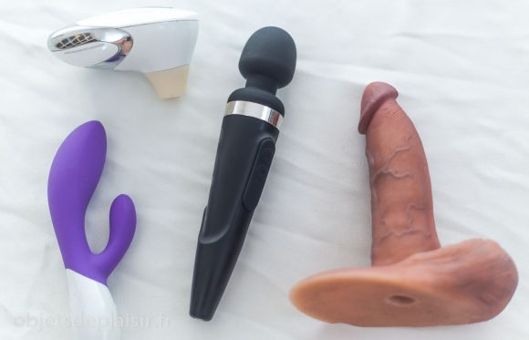 Le Womanizer W500, le Lelo Ina 2, le Domi de Lovense, et la RealCock 2 DTF.
