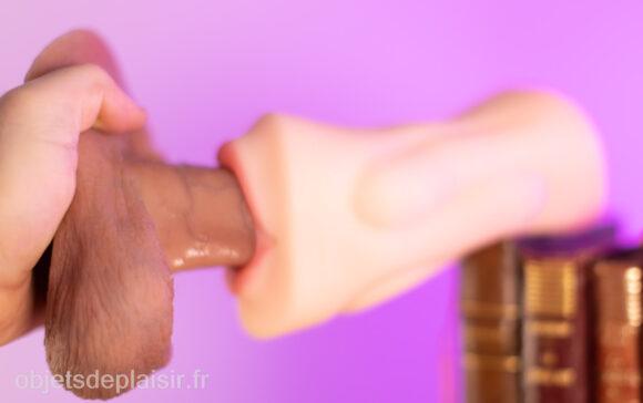 Le masturbateur Ondo! Nupu qui suce la RealCock 2 DTF