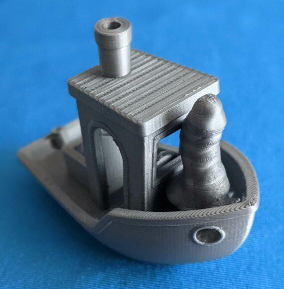 Un mini pénis imprimé en 3D sur un bateau